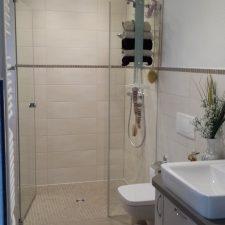 Bodengleiche Dusche sowie Bademöbel Sonderanfertigung